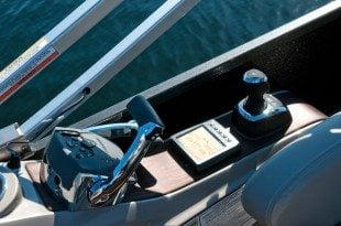 Electronic throttles, Cantrak display and Joystick, all integrated and easy to use.