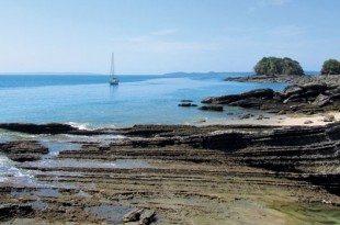 Pitufa anchored off Isla Canas. Photo by Birgit Hackl