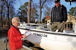 Pat Hardee inspects Roy Thompson's boat during a 2014 VSC. Photo by Helen Aitken