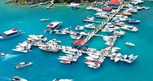 Boaters register at Leverick Bay Resort and Marina prior to the start of the Poker Run. Photo by Freeman Rogers