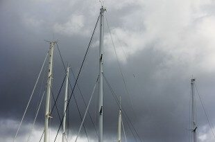 Thunderbolts Lightning: Caribbean Editor's Log: Gary Brown, Perhaps there are times when you wish your mast was a little shorter!