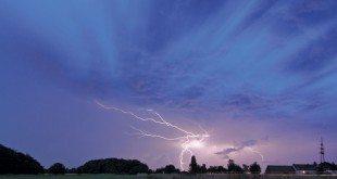 Learning About Lightning: Photo:RainerKnäpper, FreeArtLicensehttp://artlibre.org/licence/lal/en