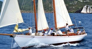 Antigua Classics: Charm III and her amazing crew. Photo courtesy of Janet Hein