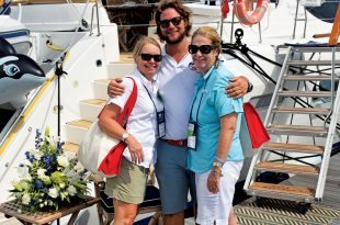 Hugs for the brokers at the BVI Charter Yacht Show