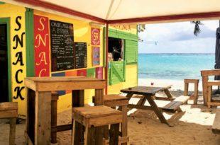 A charming beach bar in Capesterre. Photo Jan Hein